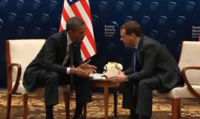 Фрагмент беседы Обамы и Медведева (видео)