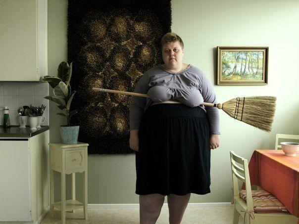 Юмор прикол большая грудь, веник, метла, толстая женжиша, швабра