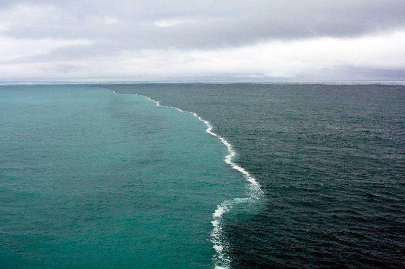 Фотоприкол онлайн вода, граница, край света, океан, течения