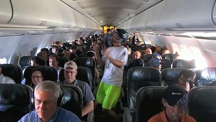 harlem shake, мем, флэшмоб, самолет
