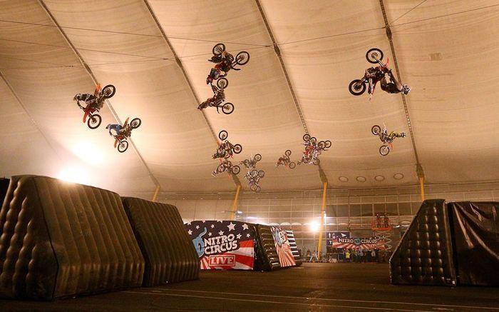 Шикарное фото мировой рекорд, мотоциклисты, прыжок с трамплина