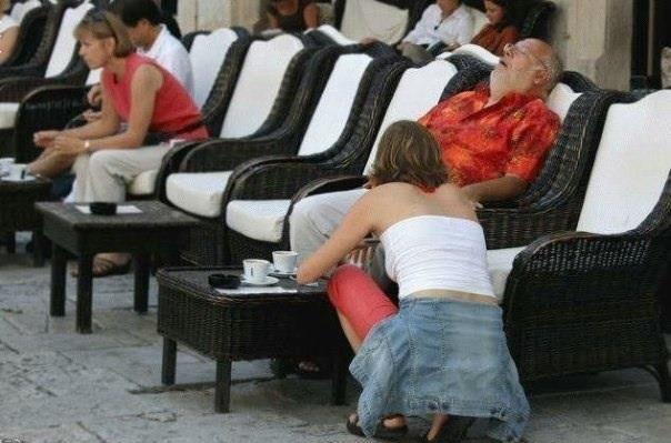 Фотоприкол онлайн девушка, дедуля, смешная фотография, спит, старик