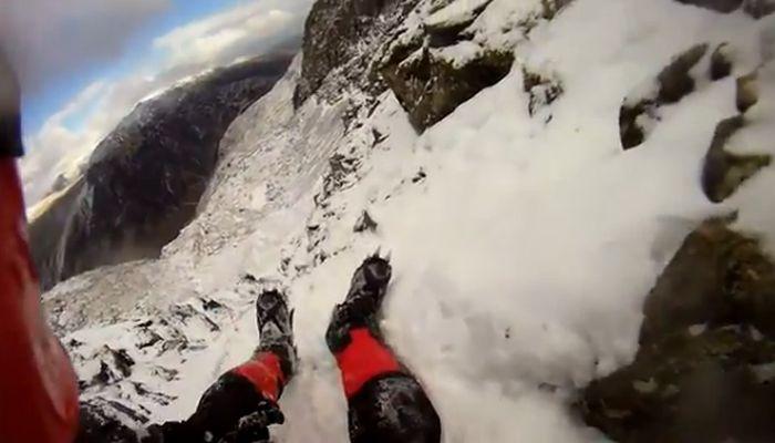 альпинист, падение, вид от первого лица
