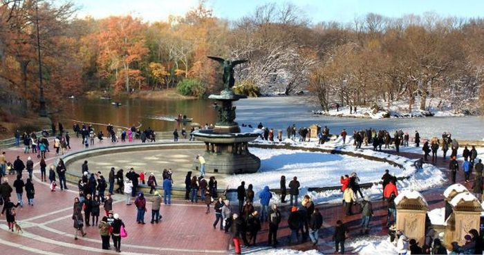 Фотоприкол дня времена года, зима, лето, снег, фонтан