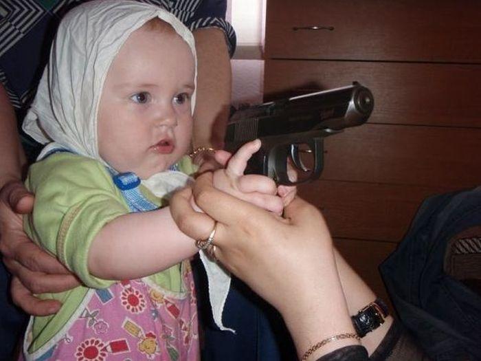 Фотоальбом дочка, малышка, пистолет, ребенок