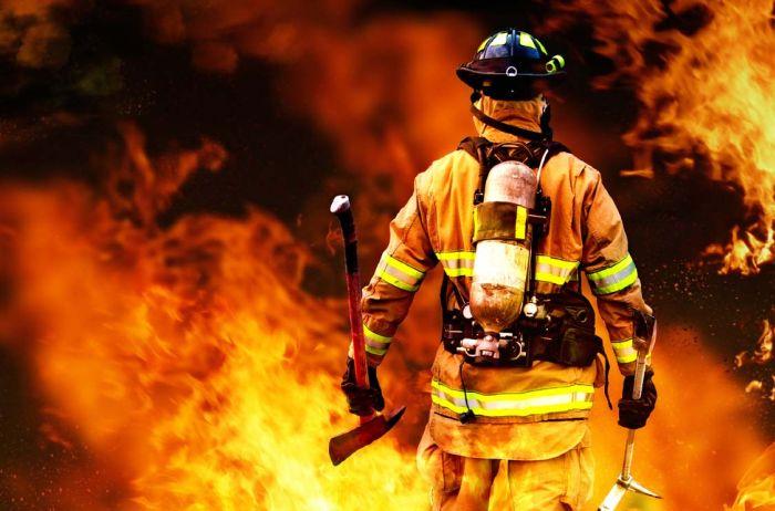 Смешные рисунки крутая фотография, мужик, огонь, пожарный, топор