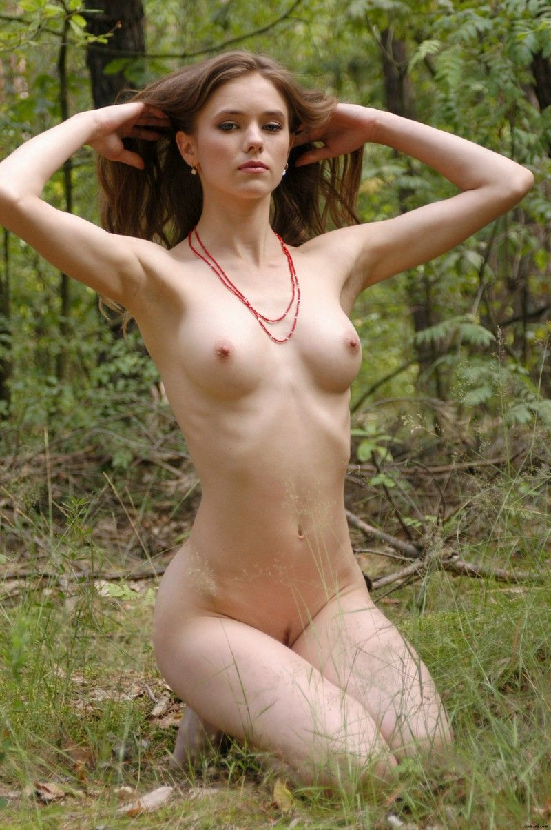 Дашенька в лесу (18 fotos)