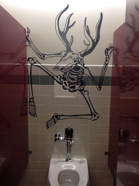 Юмор прикол кабинка, общественный туалет, рисунок на стене