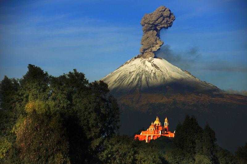 Юмор жесть, извержение вулкана, пепел, столб