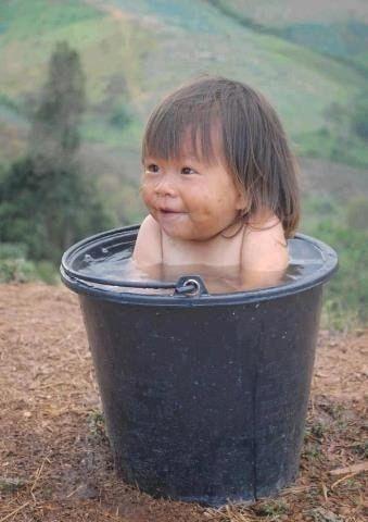Фанни фото ведро, вода, малышка, ребенок