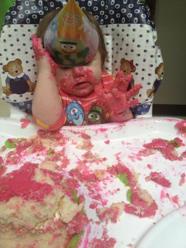 Смешные картинки девочка, испачкалась, ребенок, торт
