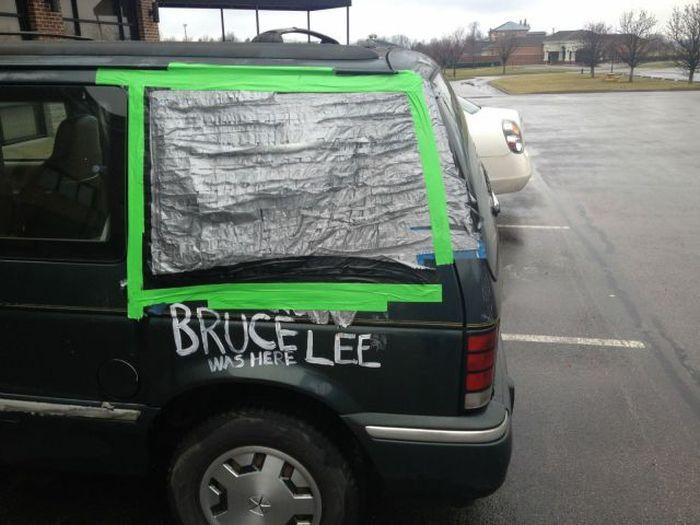 Прикольные фото брюс ли, выбитое стекло, надпись на машине