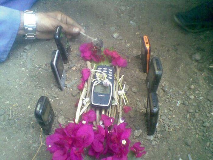 Фотография похороны, прикол, телефоны