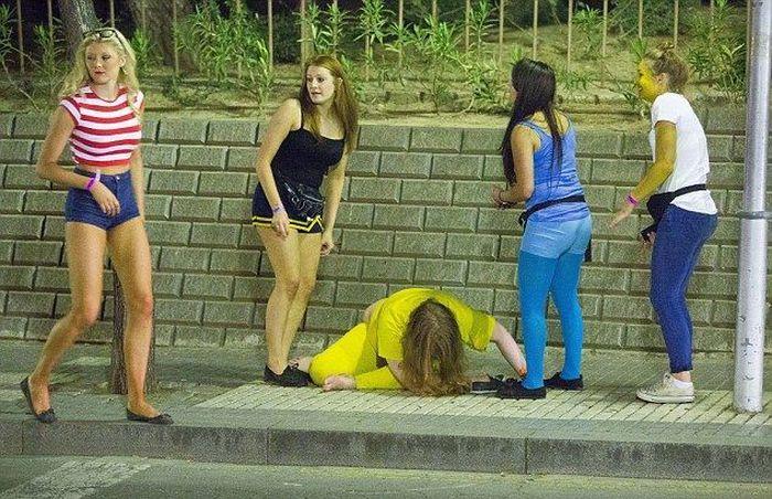 Видео с пьяными британками — 1