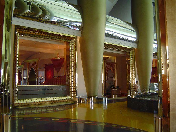 Раскошные холы отеля