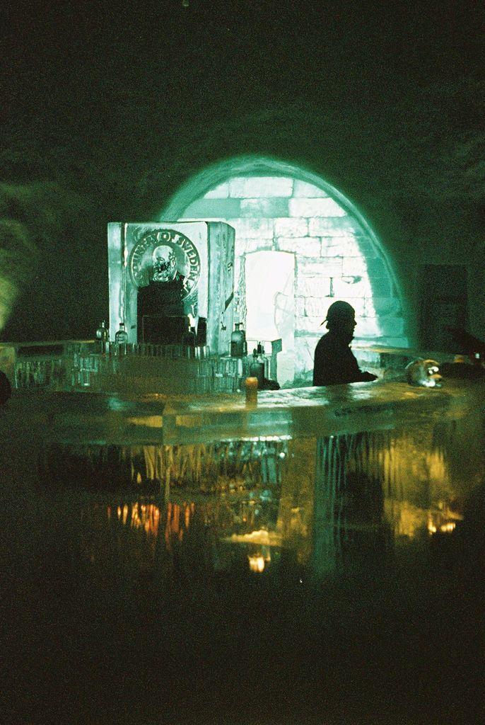 Отель сделаный полностью изо льда