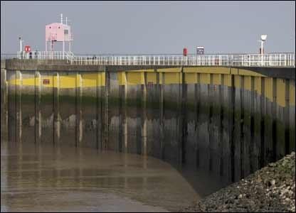 Иллюзия в Cardiff Bay (9 фото)