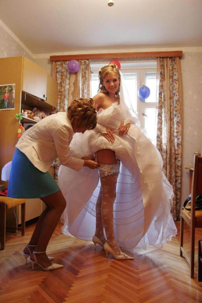 http://fishki.net/picsw/042008/29/brides_in_underwear/003_brides_in_underwear.jpg