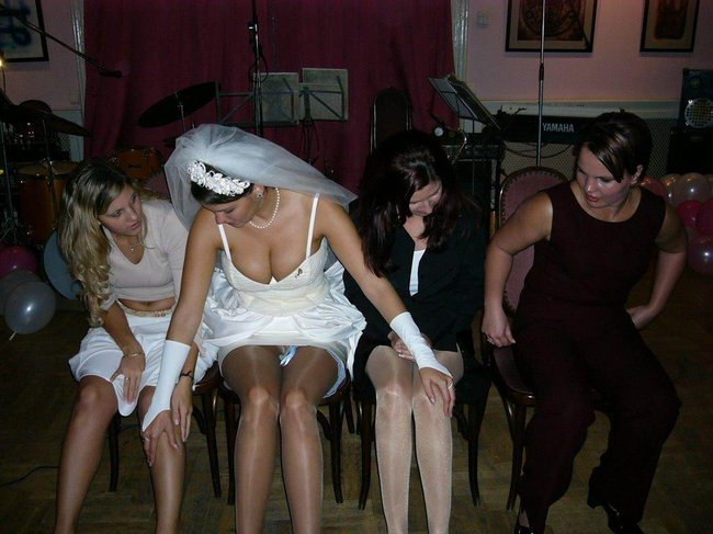 http://fishki.net/picsw/042008/29/brides_in_underwear/010_brides_in_underwear.jpg