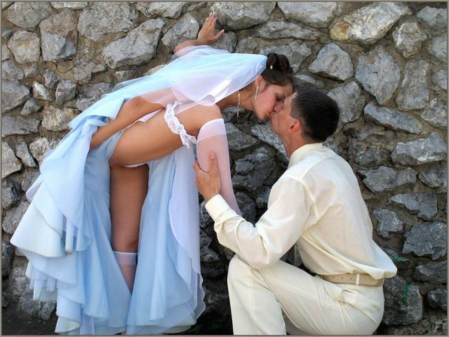http://fishki.net/picsw/042008/29/brides_in_underwear/011_brides_in_underwear.jpg