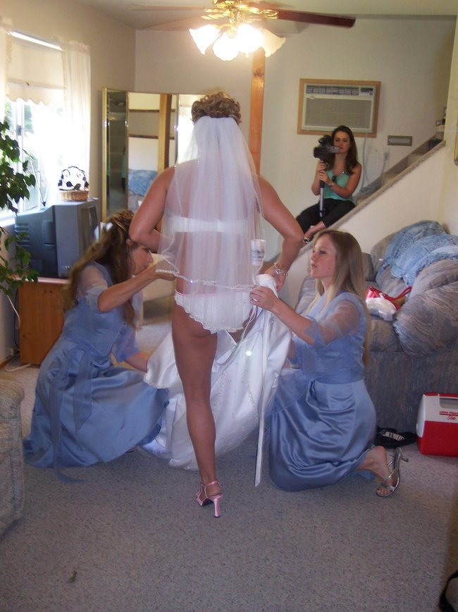 http://fishki.net/picsw/042008/29/brides_in_underwear/019_brides_in_underwear.jpg