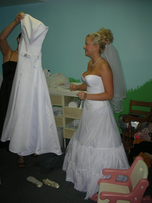 http://fishki.net/picsw/042008/29/brides_in_underwear/030_brides_in_underwear.jpg