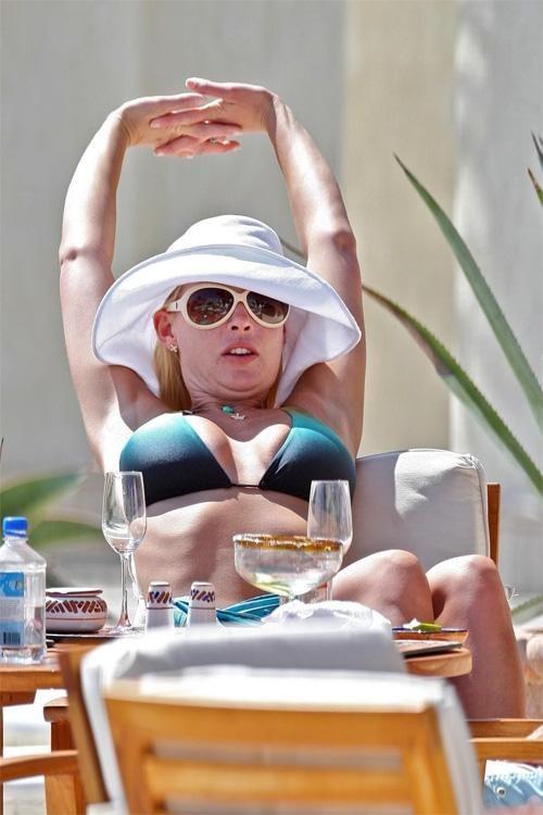 Пышногрудая блондинка Кэтрин покорила зрителей не только своим телом, но и озорным характером. Популярная актриса не так часто появляется в списках самых сексуальных звезд, однако всегда присутствует в подобных рейтингах.