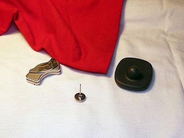 Снимаем магнит <u>одежды</u> с одежды (14 фото)