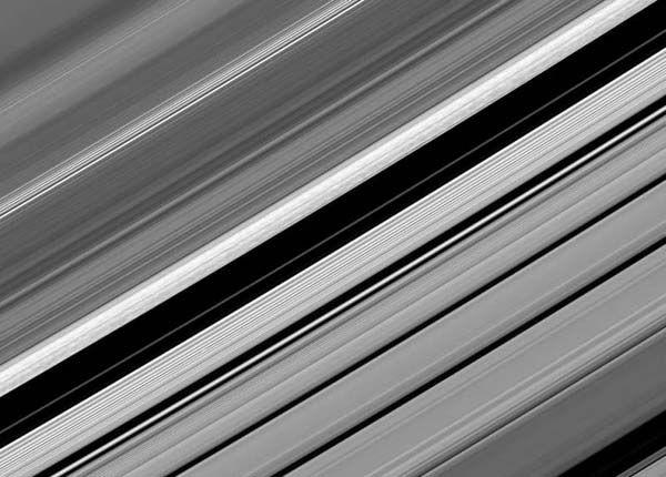 Сатурн в объективах межпланетной станции Cassini (24 фото)