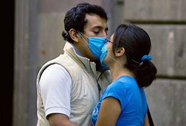 В Мексике борются со свиным гриппом (21 фото)