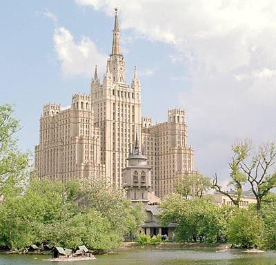 Проект Олтаржевского осуществлен не был. Высотный дом на пл. Восстания был сооружен по проекту архитекторов М. Посохина и А. Мндоянца:
