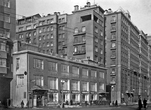 2. Серый дом на улице Серафимовича - Дом правительства