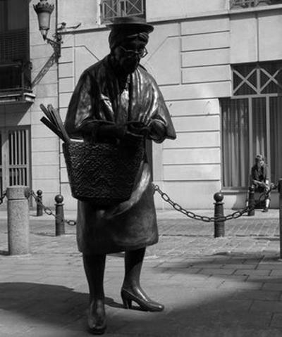 Памятник старушке