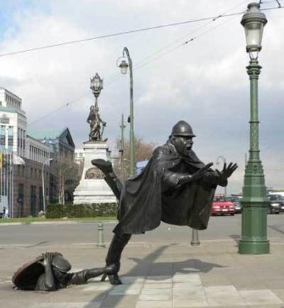 Памятник полицейскому и вору