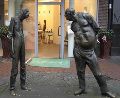 Памятник толстому и тонкому