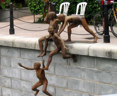 Памятник мальчишкам