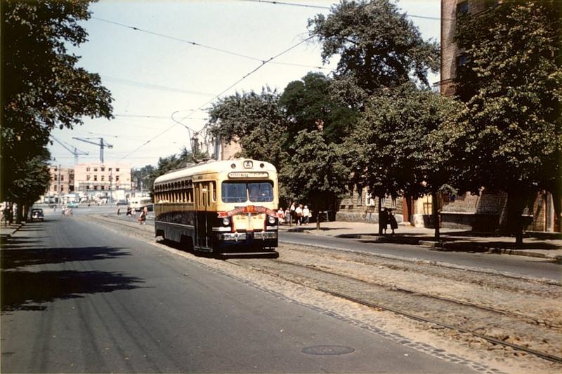 На заднем плане - строящийся цирк (площадь Победы), 1959 г.