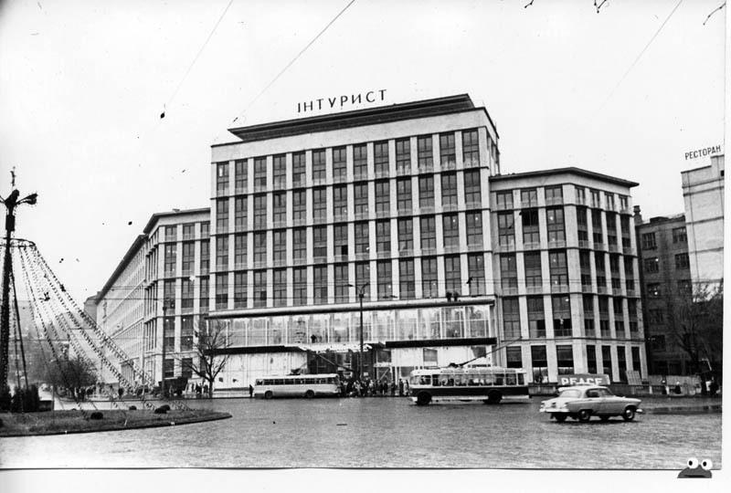 Пл Ленинского Комсомола (ныне - Европейская пл), вид на гостиницу