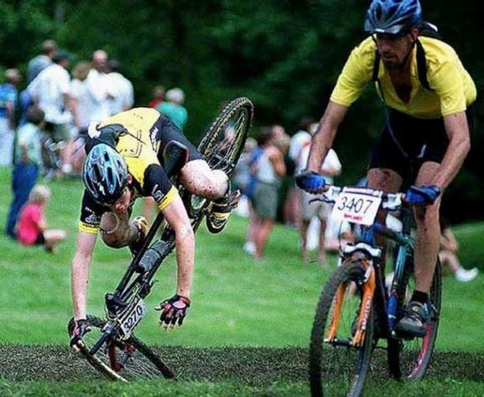 Падения велосипедистов (18 фото)