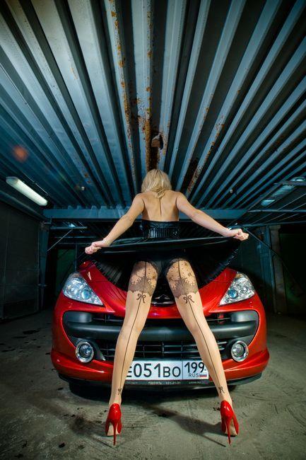 Симпатичные русские девушки и их машинки (36 фото)