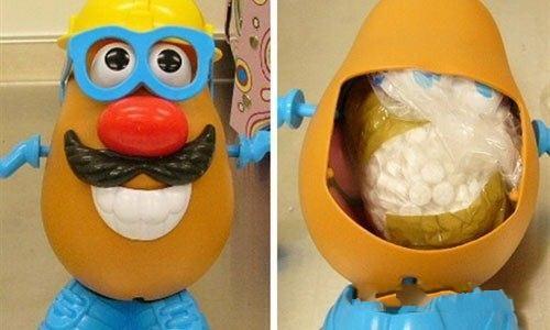 2. Детские игрушки- одно из любимых мест для перевоза наркотиков.  В этой кукле, известной по кинофильму «Toy Story», австралийская таможня обнаружила 300г экстази. Страна отправки — Ирландия.