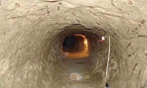 13. Совсем мало изобретательности понадобилось наркодельцам, работающим в непосредственной близости с границей. Через этот туннель на протяжении многих лет транспортировались наркотики из Мексики в США, пока его не обнаружили сотрудники DEA.