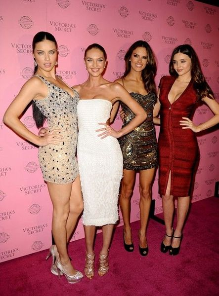 Ангелочки на презентации Victorias Secret (22 фото)