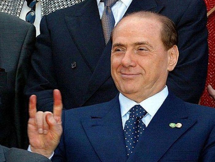 Жесты Сильвио Берлускони (40 фото)