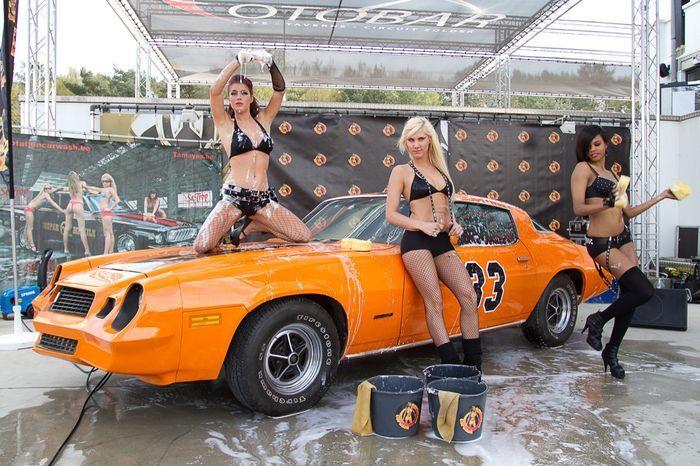 Девушки - участницы конкурса на мойку авто (10 фото)