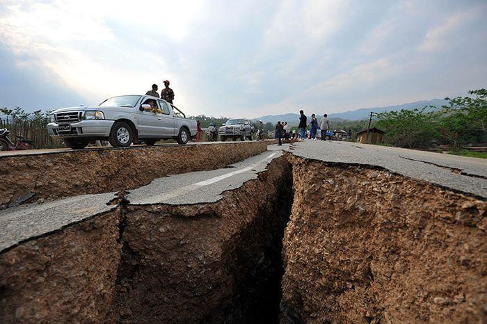 Землетрясение в Мьянме (Бирма) (15 фото)