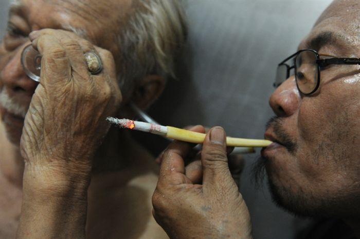 Лечение рака табачным дымом (4 фото)