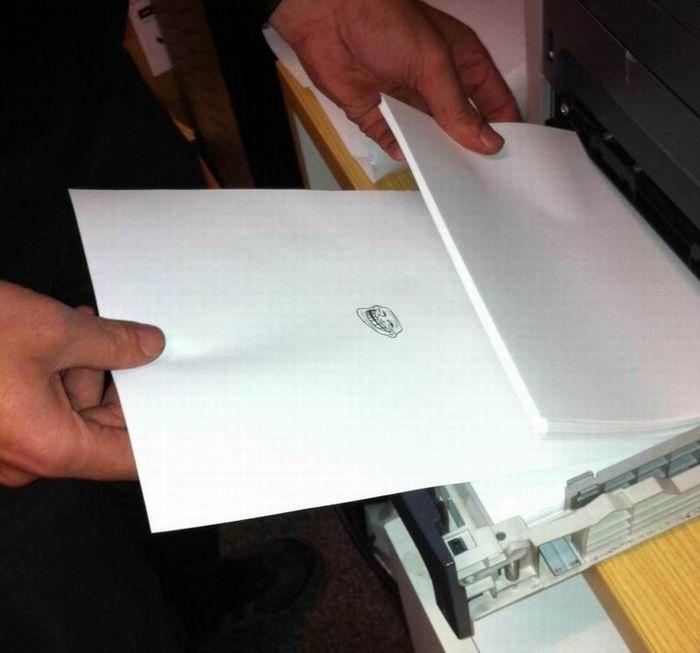 Троллим в офисе (5 фото)