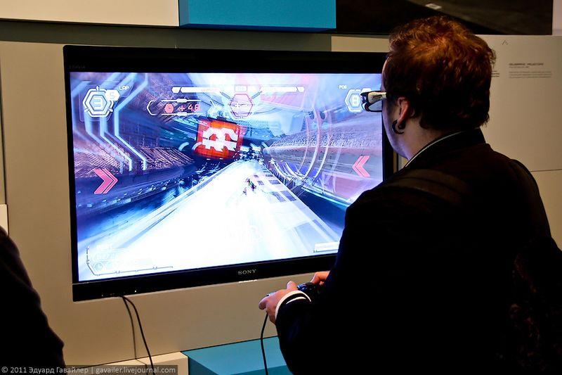 На сегодняшний день гигантами в индустрии видеоприставок являются Нинтендо, Сони и Микрософт, а последними трендами: использование 3D, использование новых носителей (Blu ray, HD DVD), использование беспроводных контроллеров, возможность использования движений для управления игрой и др.