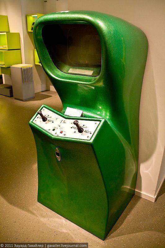 """Игровой аппарат """"Computerspace"""", 1971. Первая серийно производимая игра."""